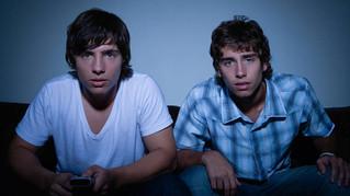 Les films porno et les jeunes : quels sont les risques et comment on en parle ?