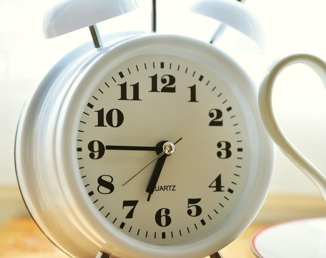 Dormir mais no fim de semana não ajuda a repor o sono perdido nos outros dias