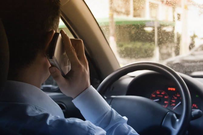 Veja 4 razões para evitar o celular enquanto dirige