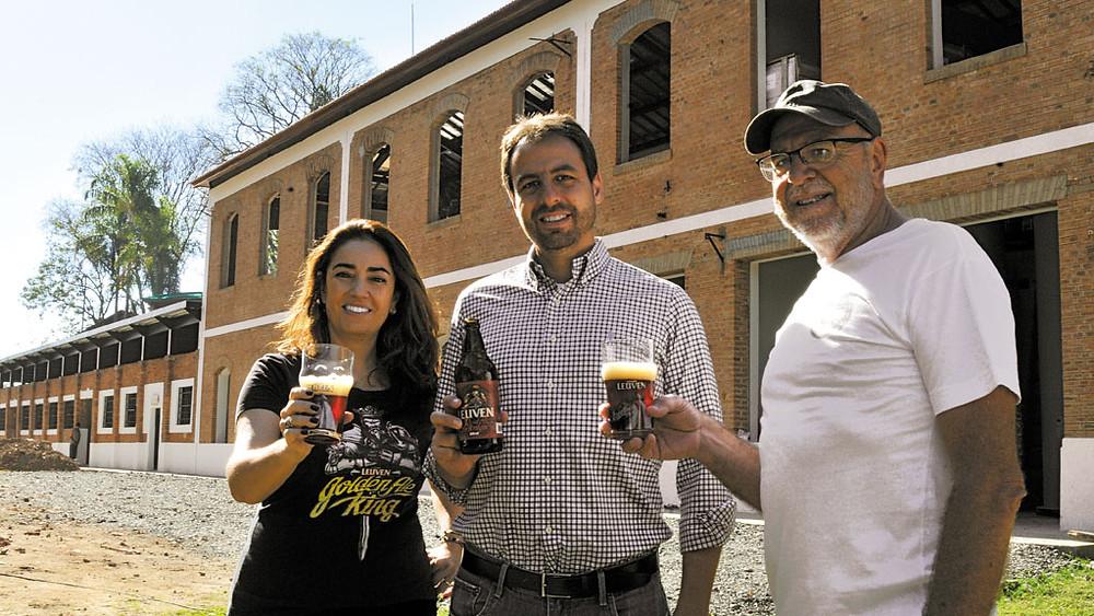 Gustavo Barreira e seus sócios da cervejaria Leuven: 36% da empresa está diluída em 292 investidores (Crédito:Divulgação)