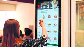 Gigantes do fast food afiam as garras para garantir mercado