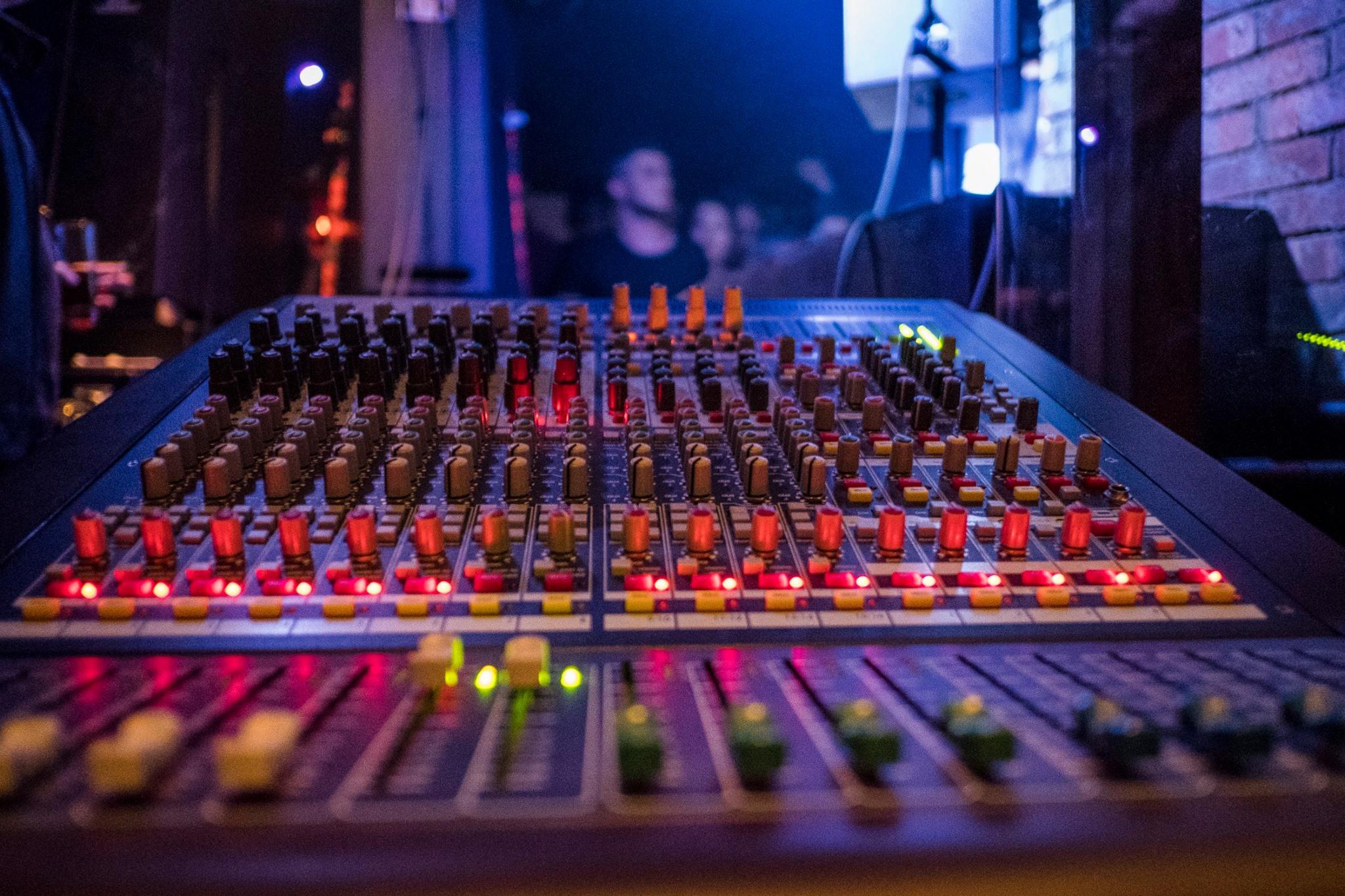 Sound console Midas Venice F16