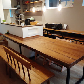 アフリカンチーク【アフロモシア】のダイニングテーブル&カウンター一体型・ベンチ2脚・【モンキーポッド】L字型キッチン笠木