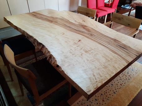 栃(とち)一枚板ダイニングテーブル