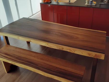 モンキーポッドのテーブルとベンチ