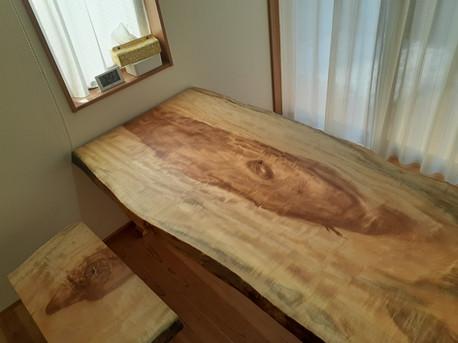 栃(とち) 一枚板ダイニングテーブル