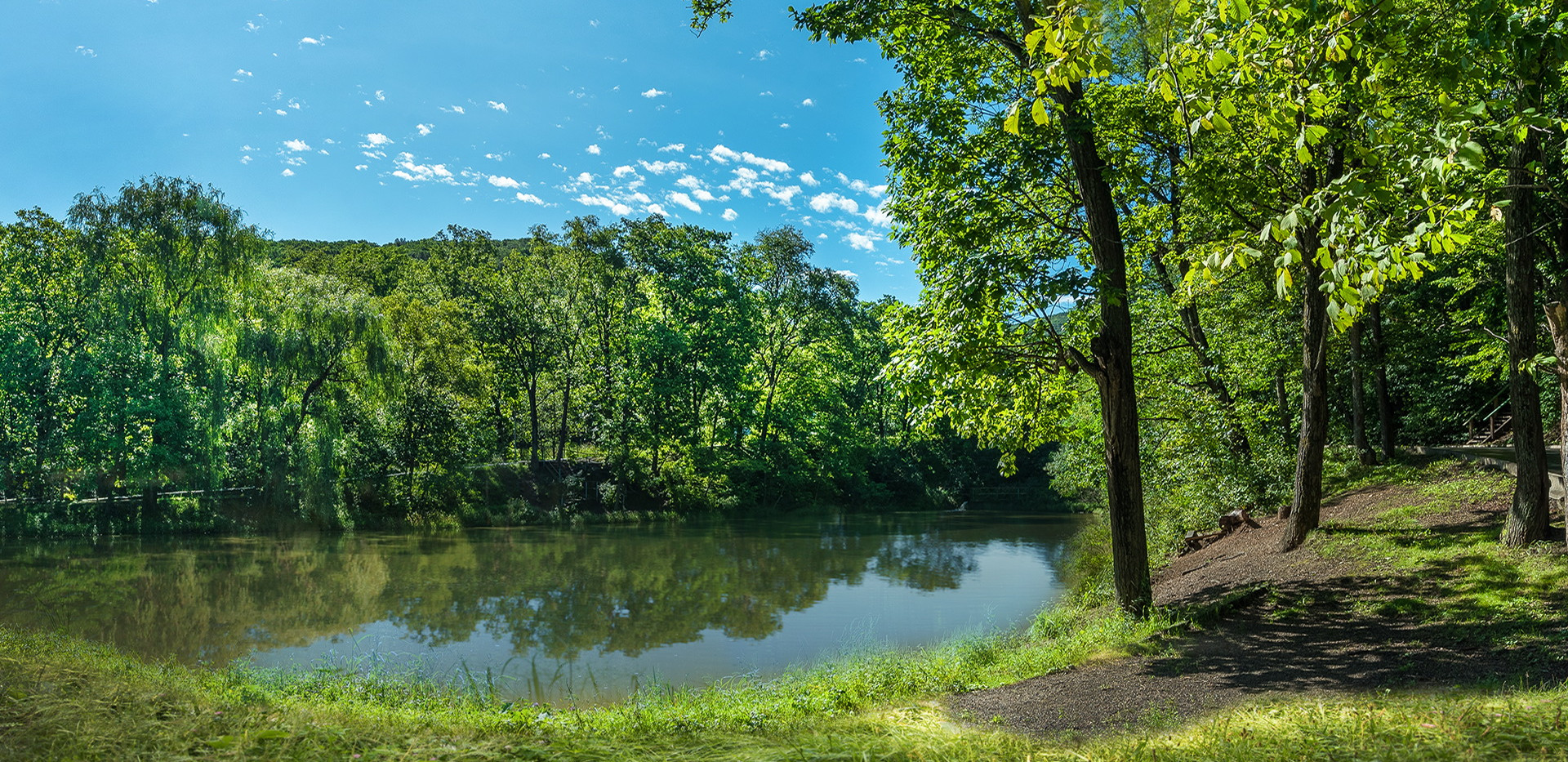 Парк Седанка. Озеро.jpg