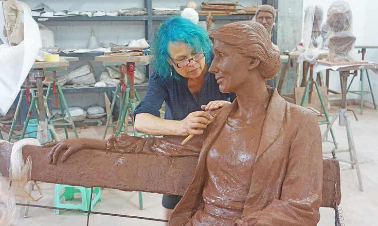 Woolf_Statue_1.jpg
