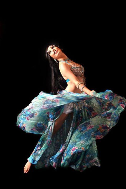 Natália Piassi, dançarina e professora de dança do ventre
