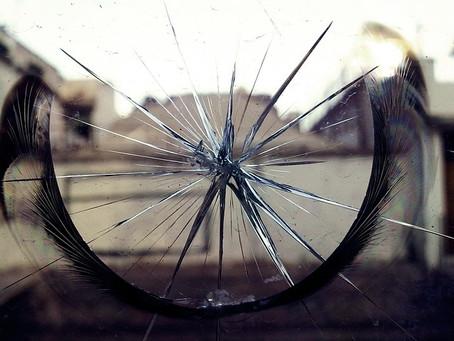 Vidros Quebrados, Pés Lacerados