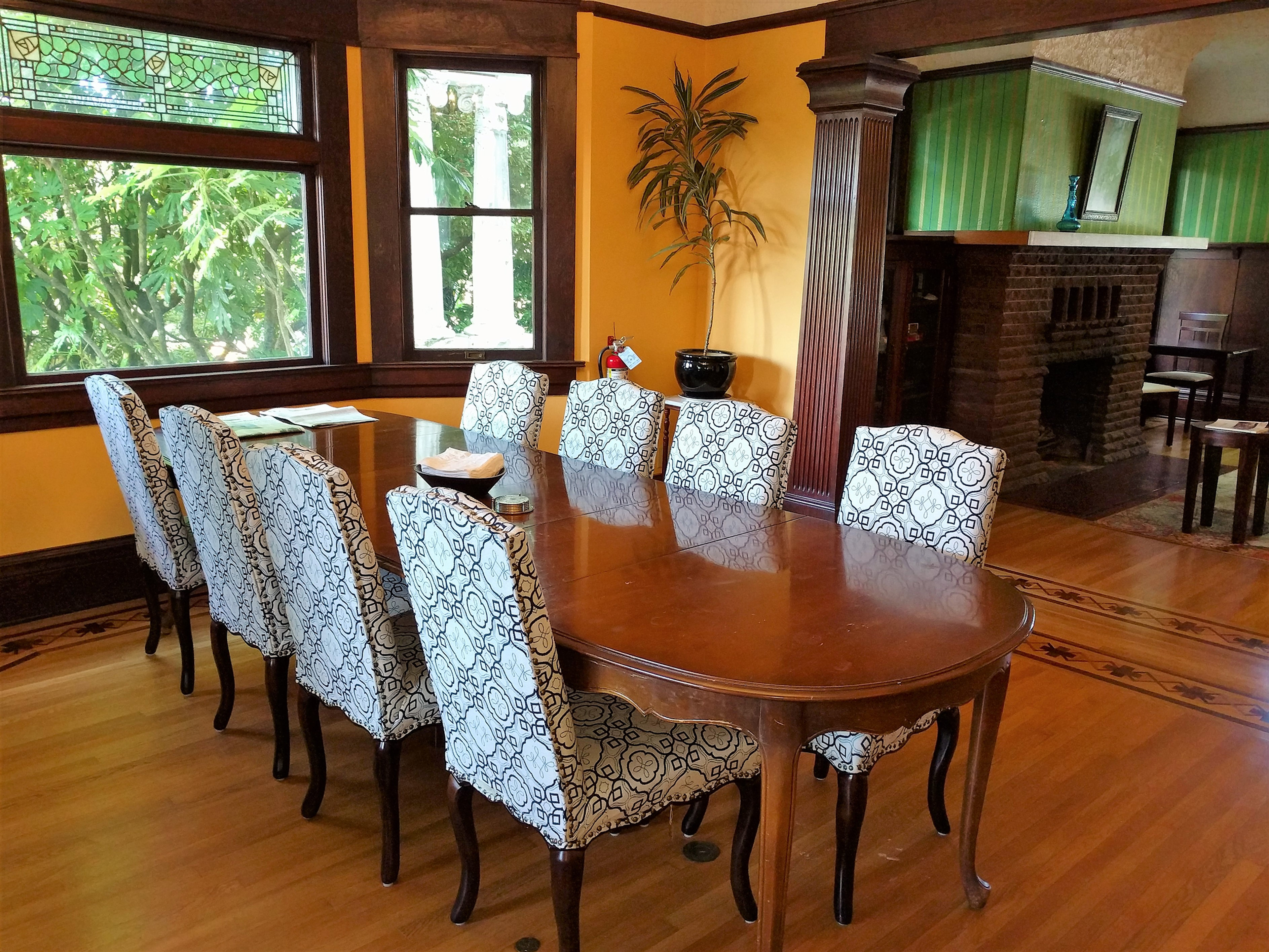 Kitchen Tables Portland Oregon Evermore Guesthouse Portland Oregon