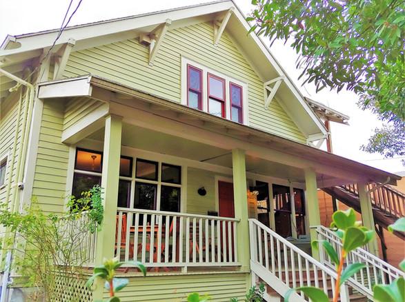 Bluebird Guesthouse Front