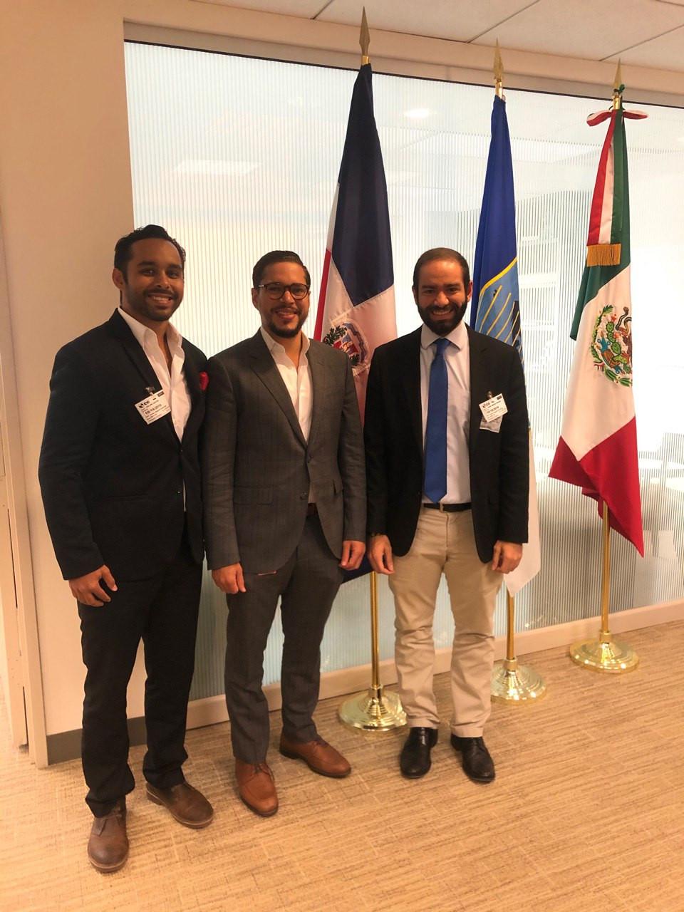Sr. Carlos Pared Vidal — Director Ejecutivo del Gobierno de la República Dominicana en Banco Interamericano de Desarrollo (IDB), junto a los Sres. Castro Quiles y García Periche