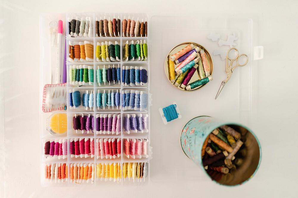 Organizador de bordado con hilos de colores embroidery box by Tito Coletes