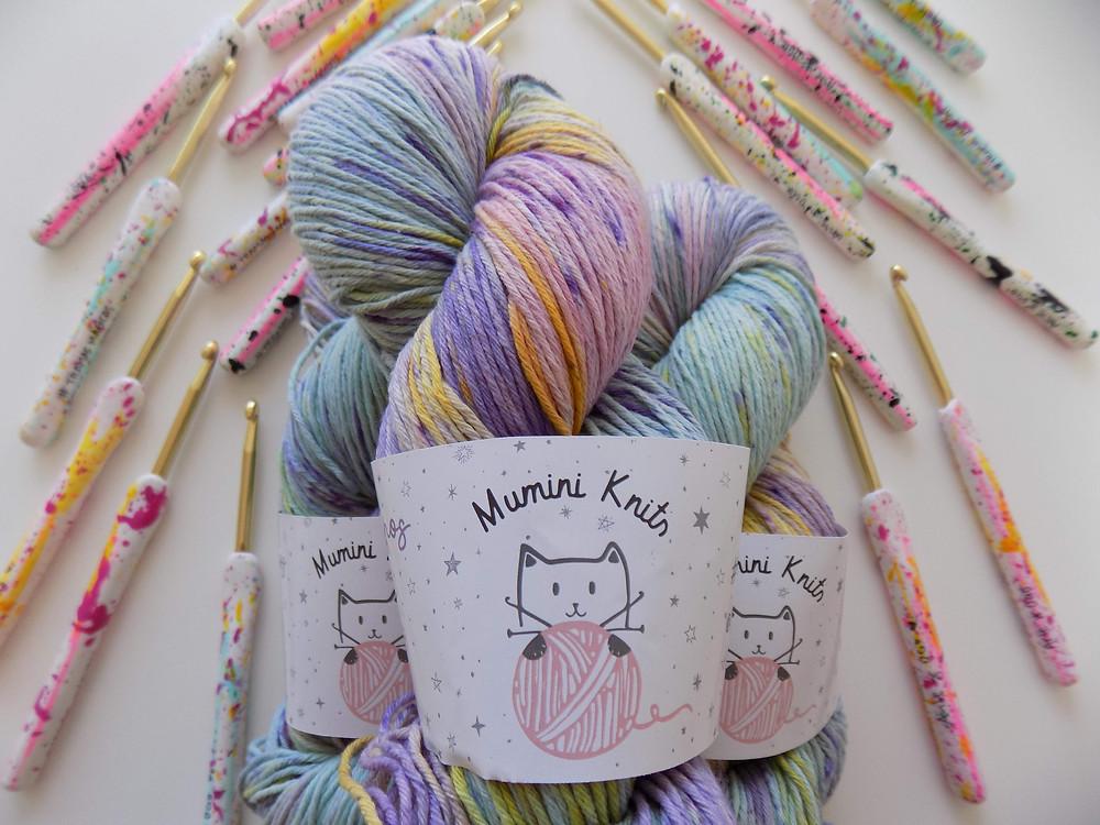 Madeja hilo de algodón teñido speckles colores pasteles agujas crochet