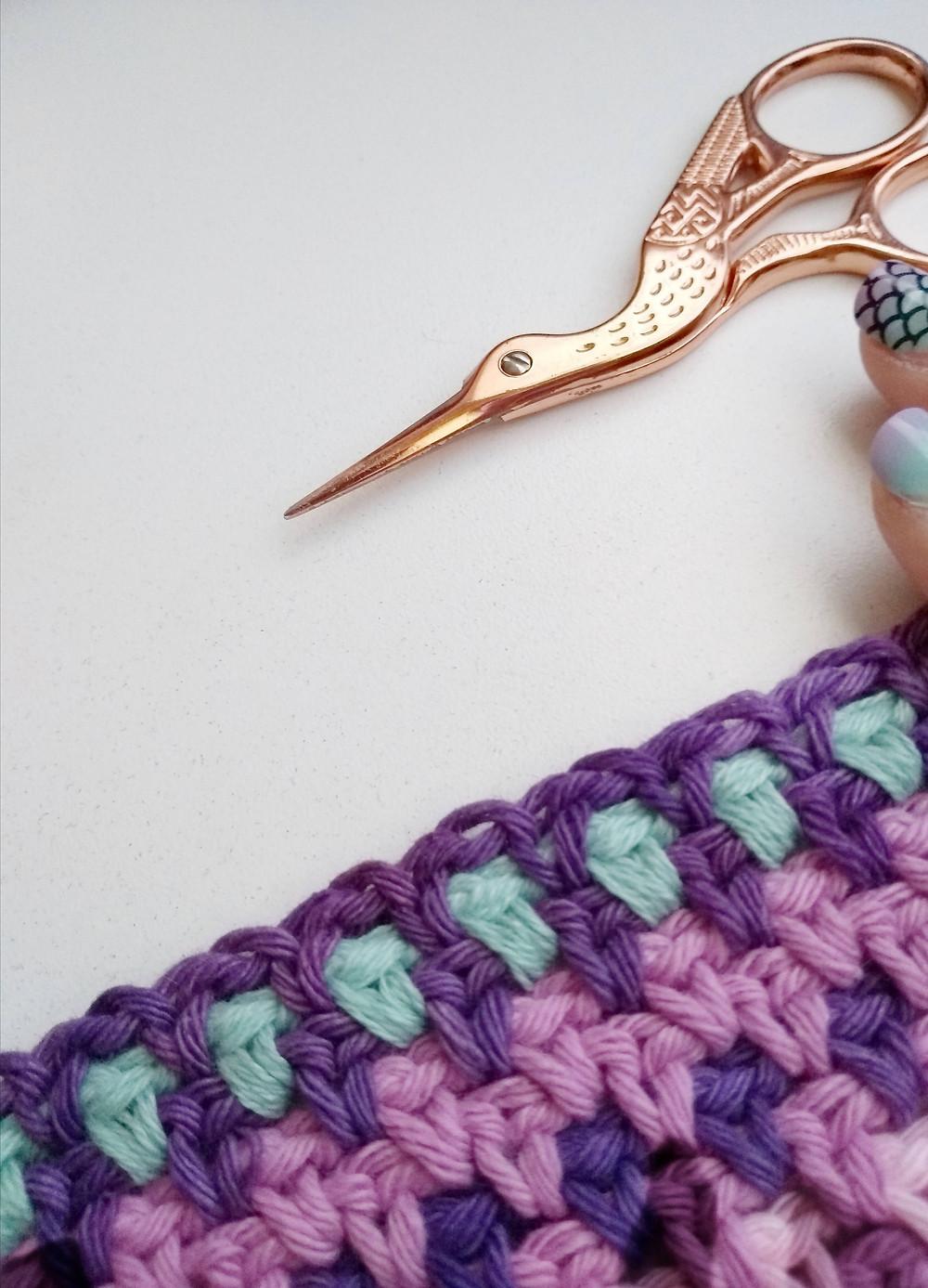 Tejido colorido tijera cisne