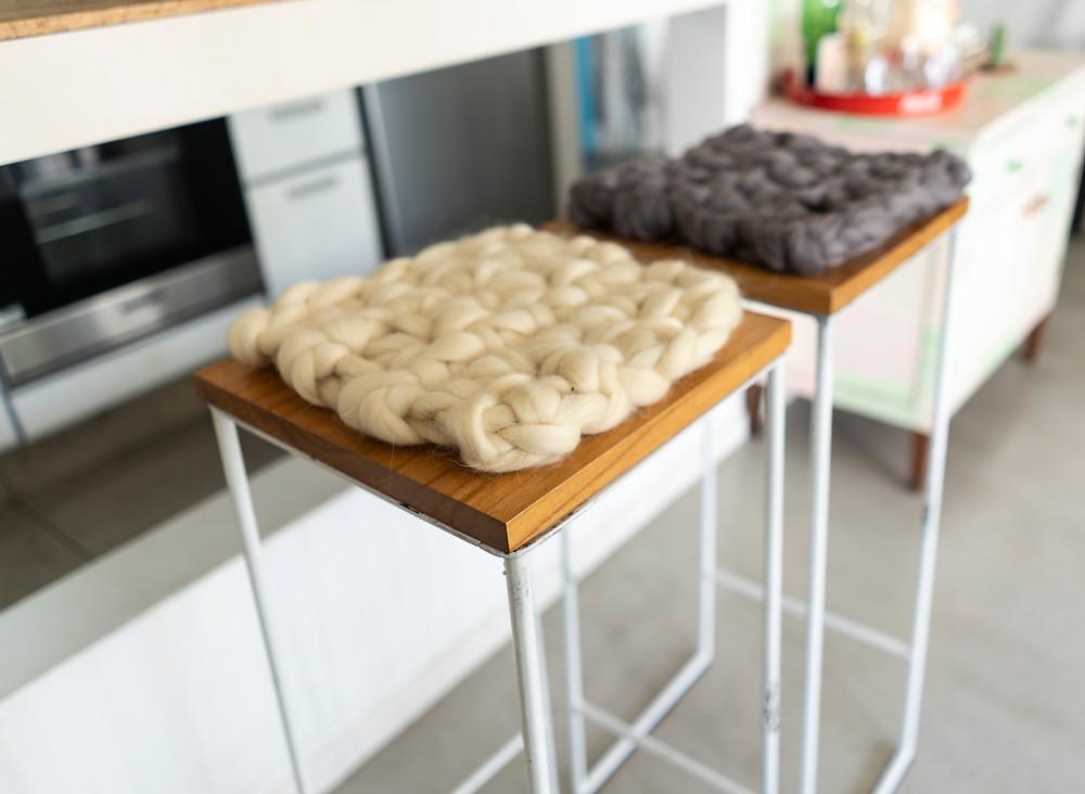 Almohadon Nordico en crochet de vellon de lana