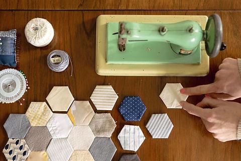 Patchwork a mano hexagonos tela maquina coser antigua
