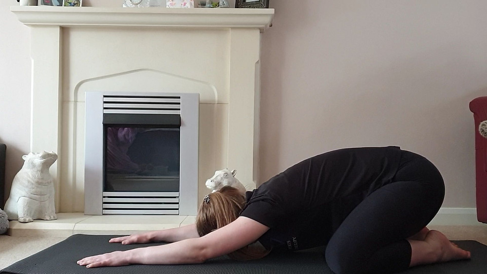 Fleur demonstrates how to mobilise your hips in six minutes