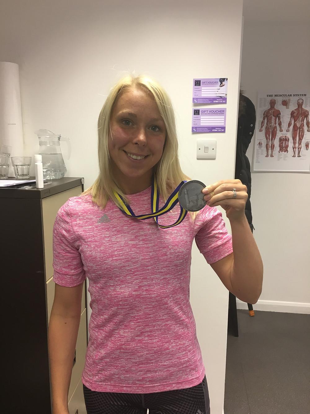 Dani Nimmock with Stockholm Marathon medal