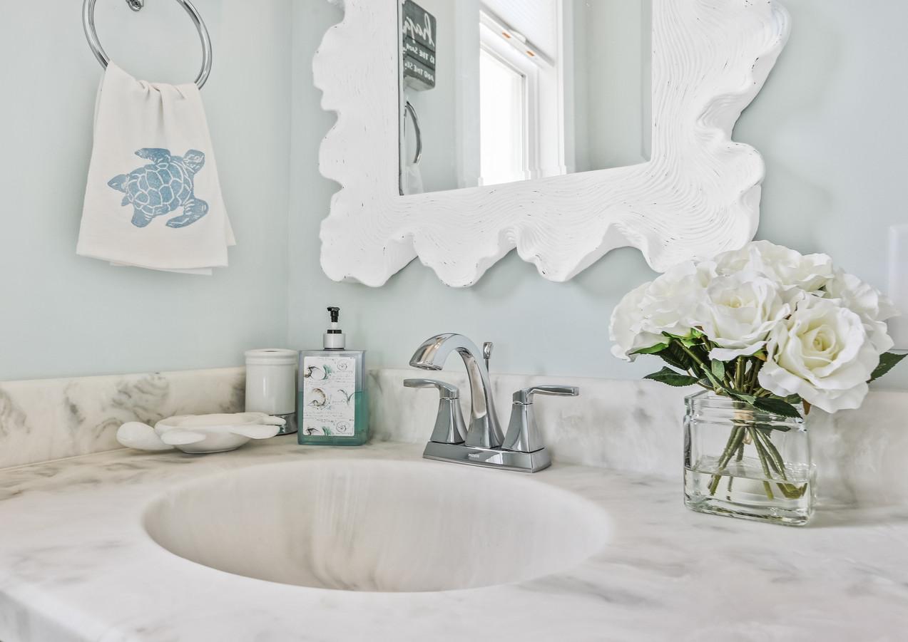 2724 W Pelican Bathroom