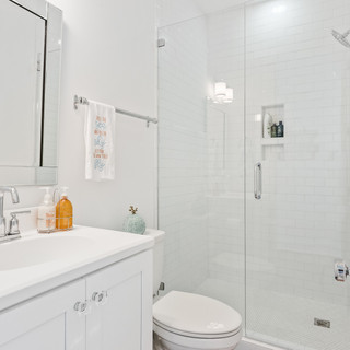 2724 W Pelican Bathroom