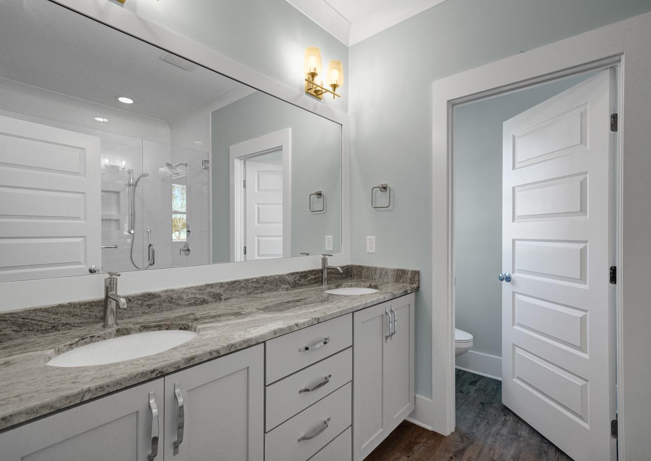 117 NE 7th Bathroom
