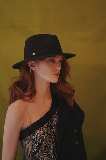 'La Rêverie' FEDORA WITH CHAIN DETAIL - black