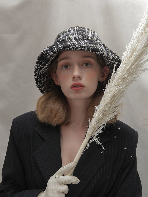 'Moonflower' tweed bucket in BW