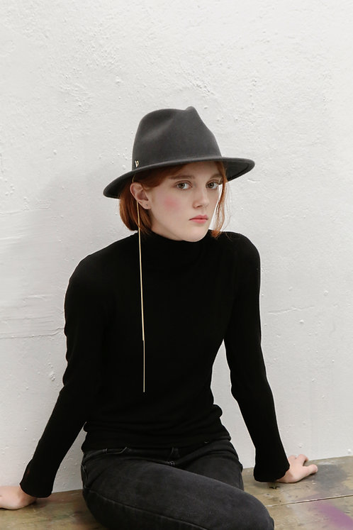 'La Rêverie' FEDORA WITH CHAIN DETAIL - grey
