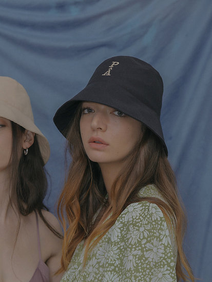'Natural beauty' bucket hat in black
