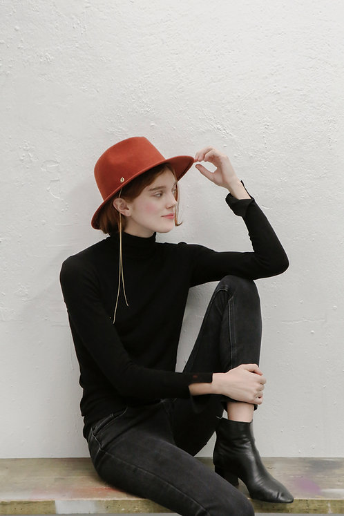 'La Rêverie' FEDORA WITH CHAIN DETAIL - brick