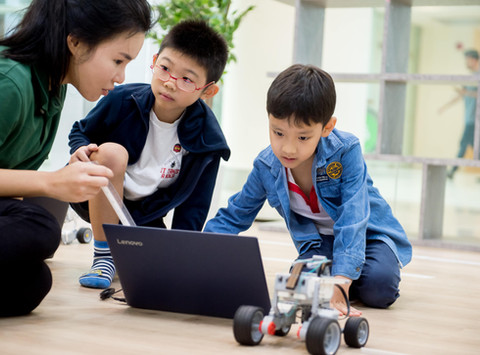 Tristan, 9: I look forward to the classes and enjoy building the robots!