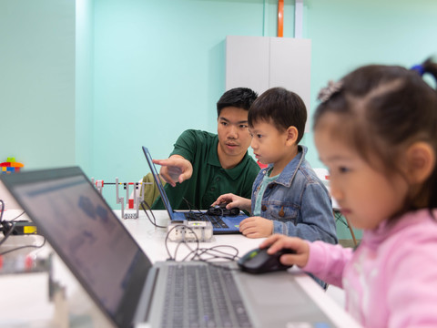 Are coding classes too early for a pre-schooler?