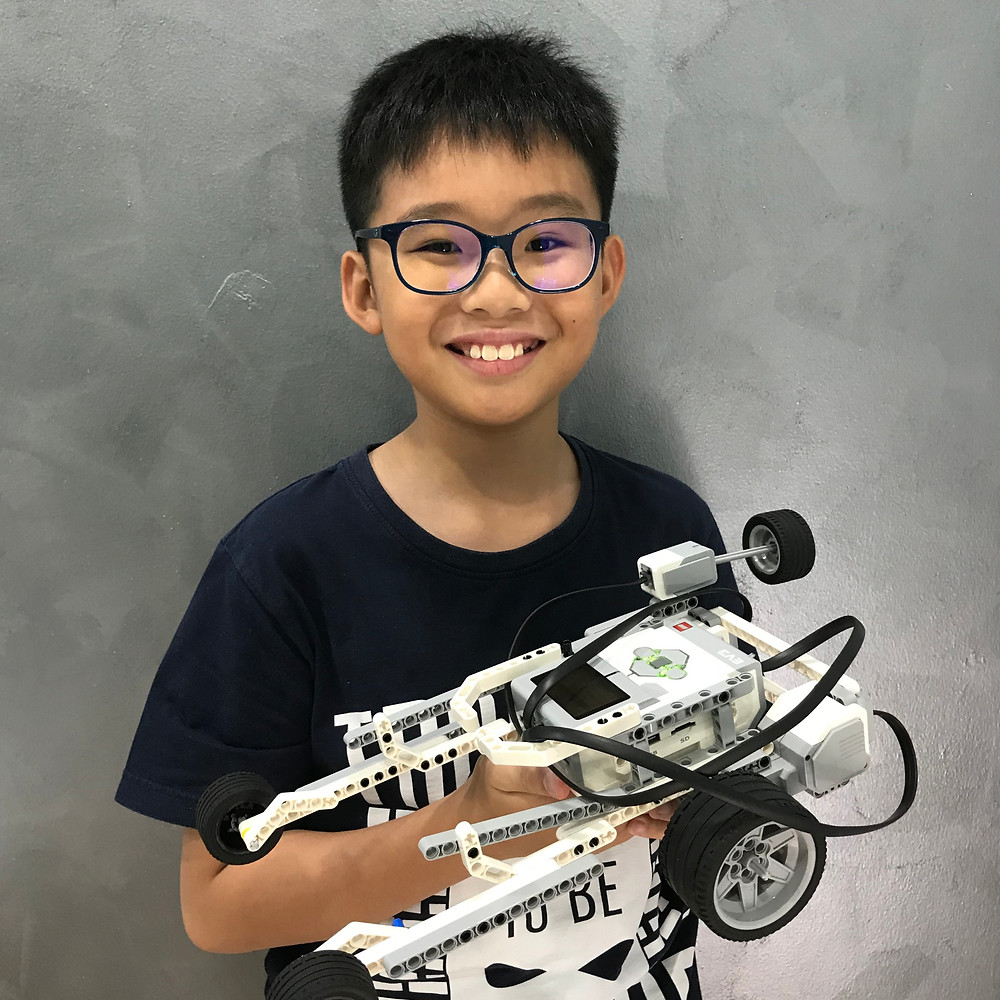 Student with Lego EV3