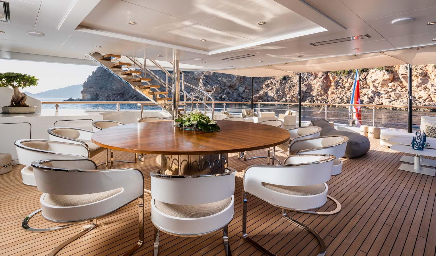 upper deck aft - dining.jpg