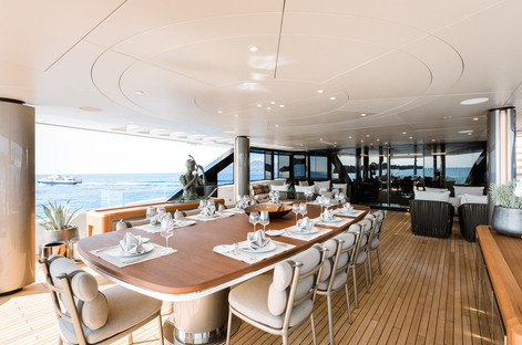 upper deck dining set up.jpg