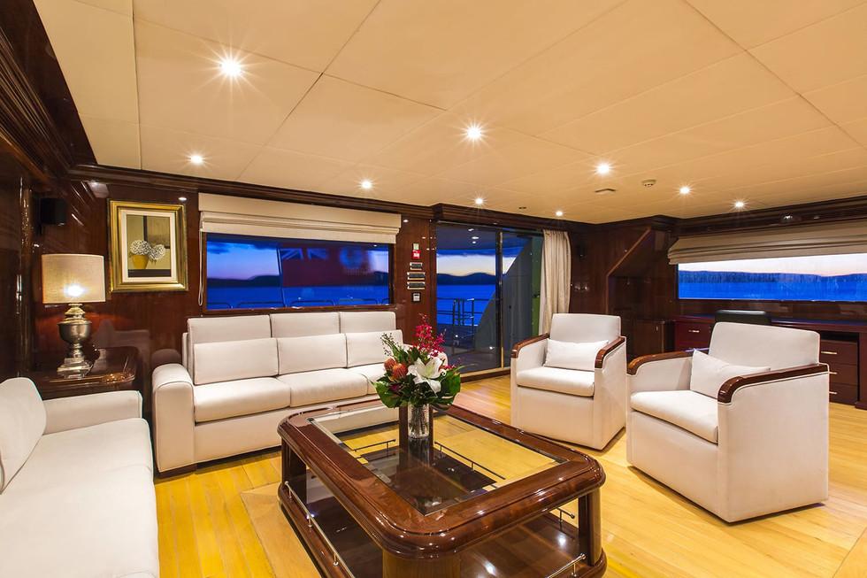 Yacht SILENT WORLD - Skylounge 2.jpg
