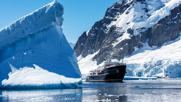 200908115036-motor-yacht-legend - -antar