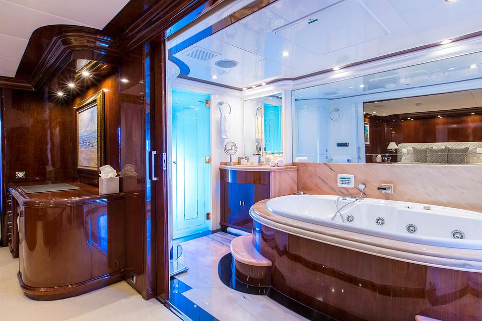 Yacht SILENT WORLD - Master ensuite.jpg