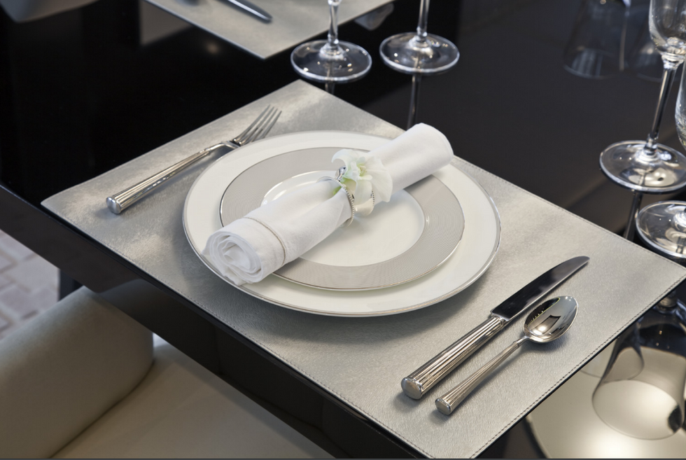 Dining table 00001.png