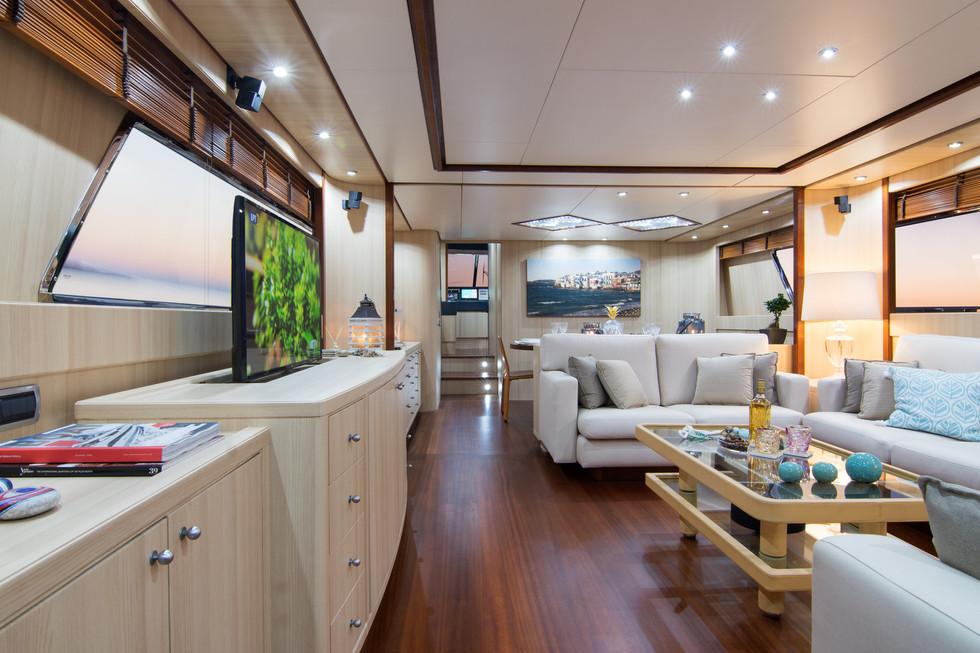 Yacht ACIONNA by San Lorenzo -Salon.jpg