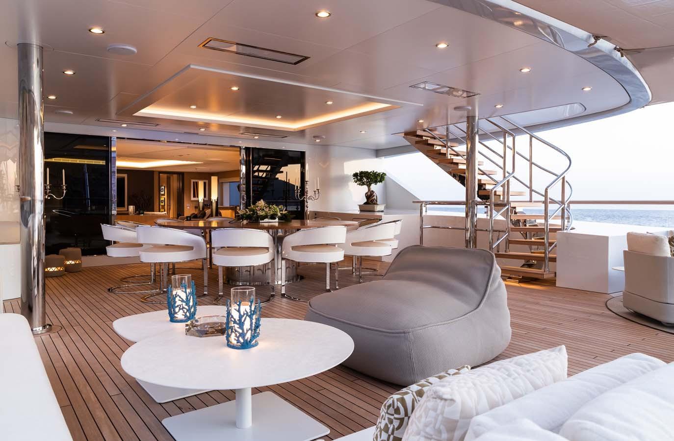 _upper aft deck with alfresco dining .jp