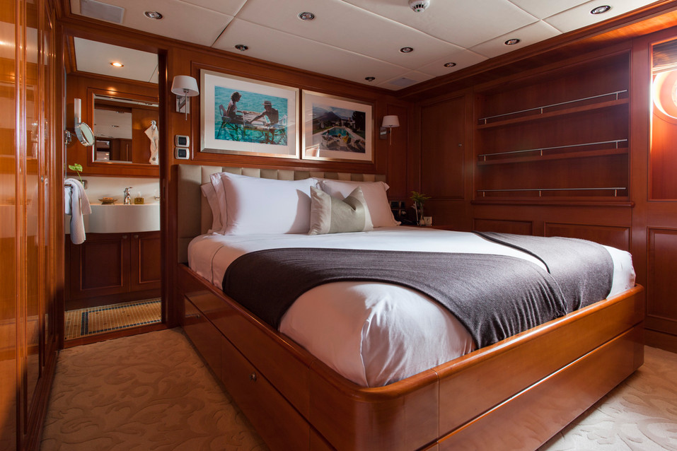RELENTLESS - Double cabin.jpg