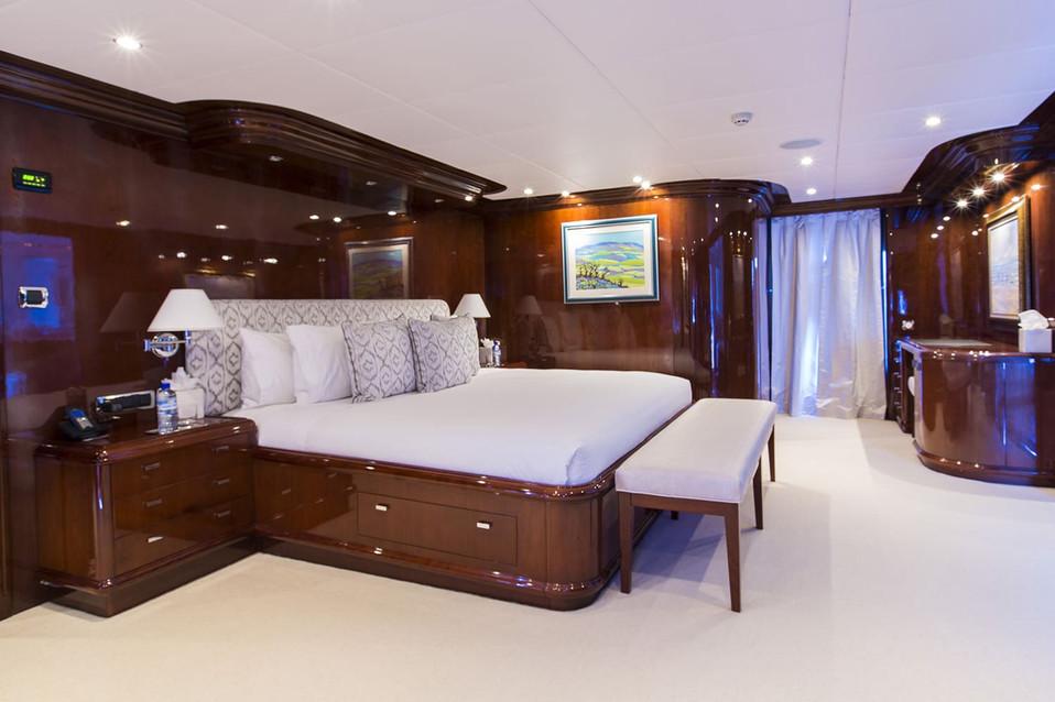 Yacht SILENT WORLD - Master cabin.jpg