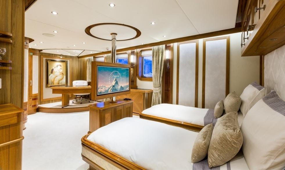[77m-Yacht-LEGEND]-296-162.jpg