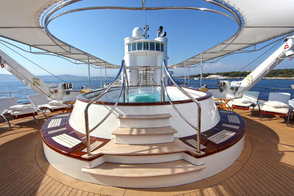 Yacht SHERAKHAN - Spa Pool.JPG