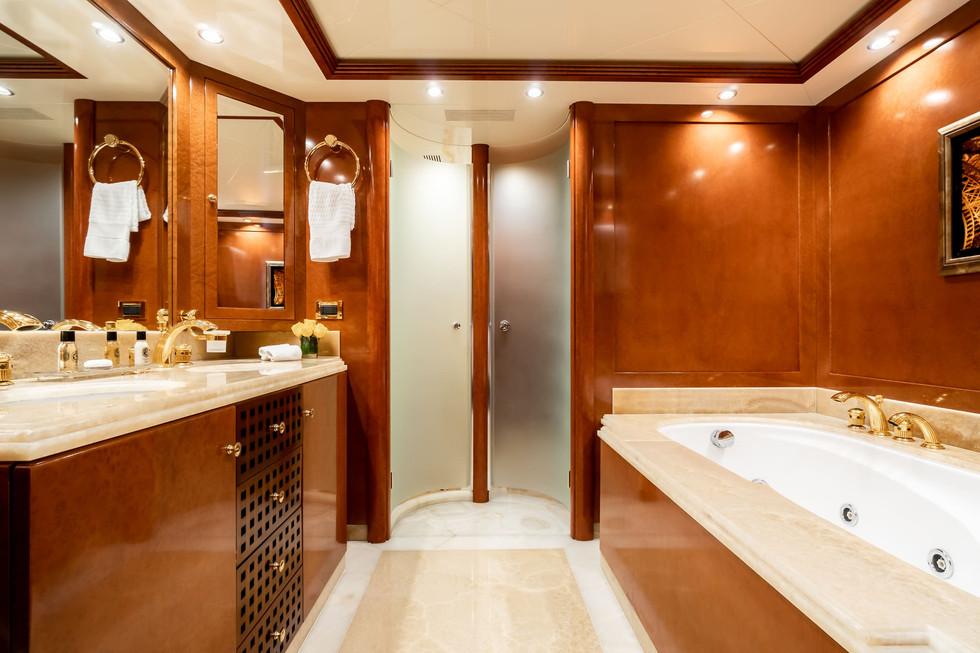 Owner's Cabin (15).jpg