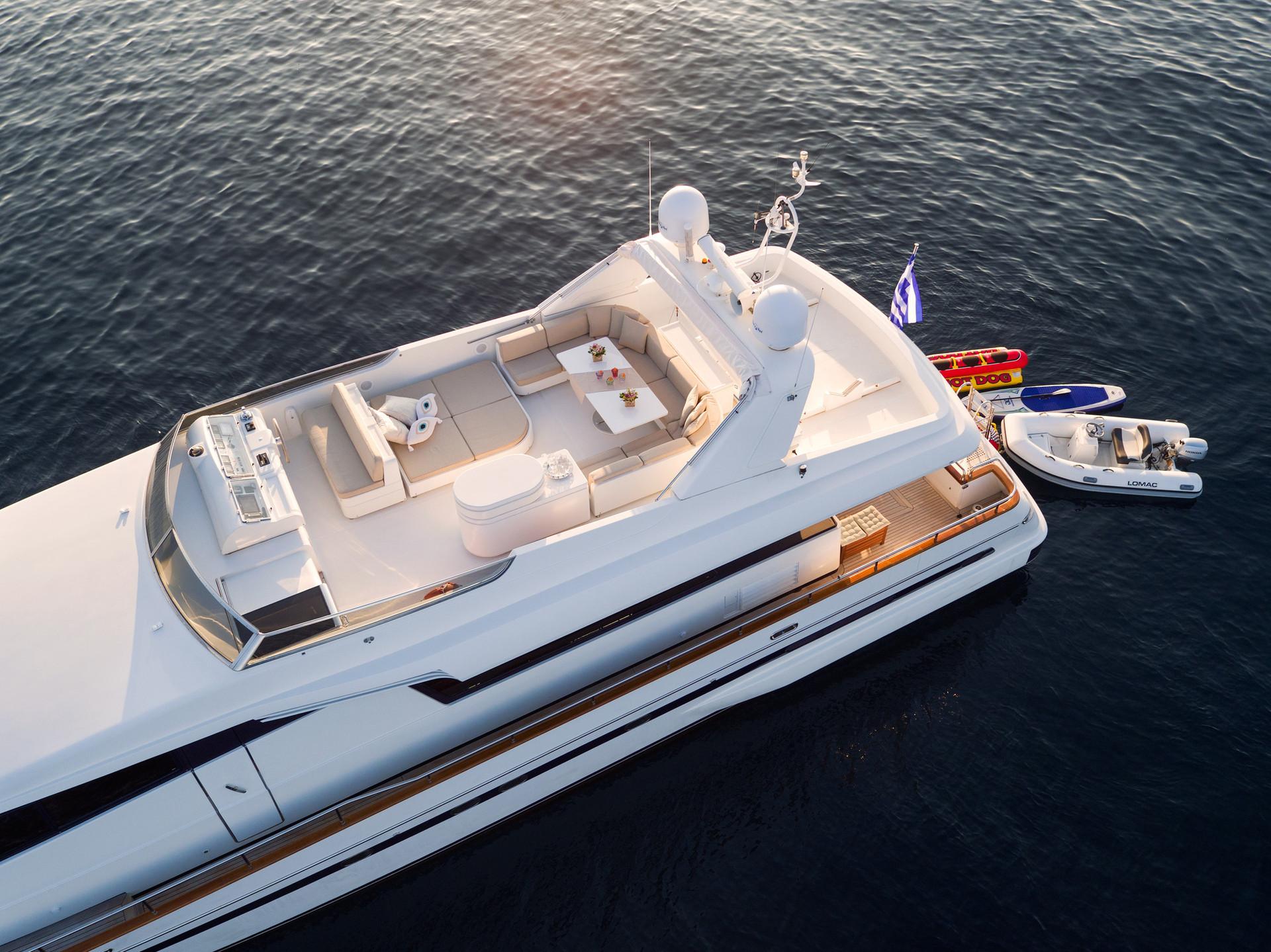 Yacht ACIONNA by San Lorenzo -1 6.jpg