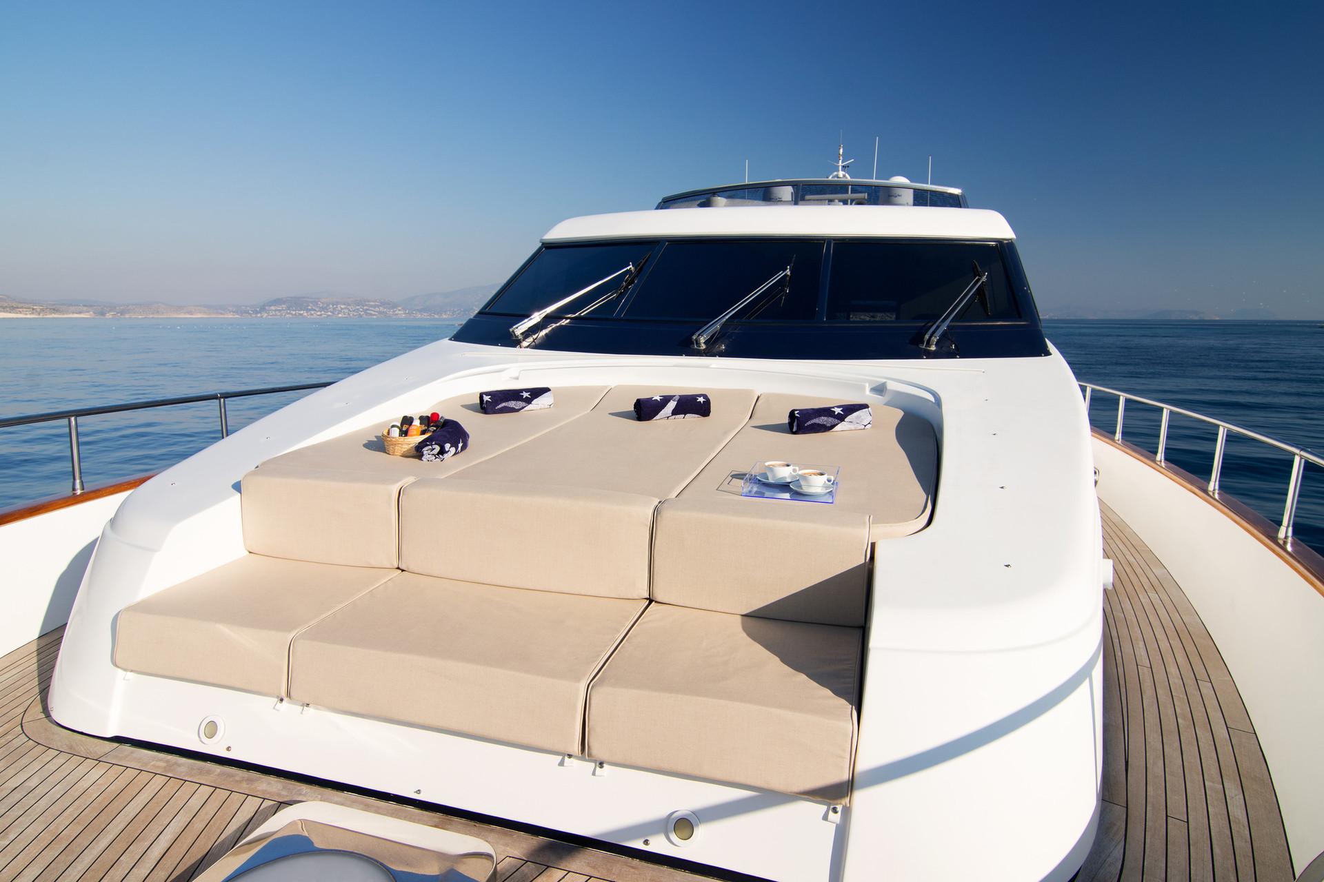 Yacht ACIONNA by San Lorenzo - bow.jpg